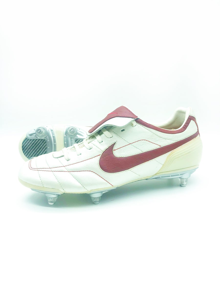 Image of Nike tiempo legend red