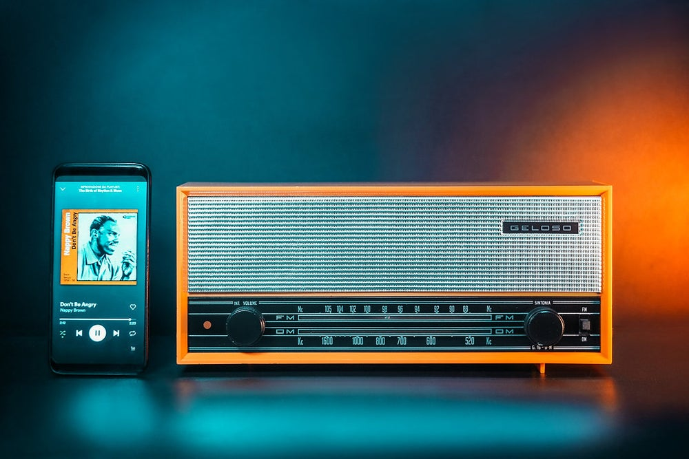 Image of GELOSO ORANGE G16-9 (1969) RADIO VINTAGE BLUETOOTH