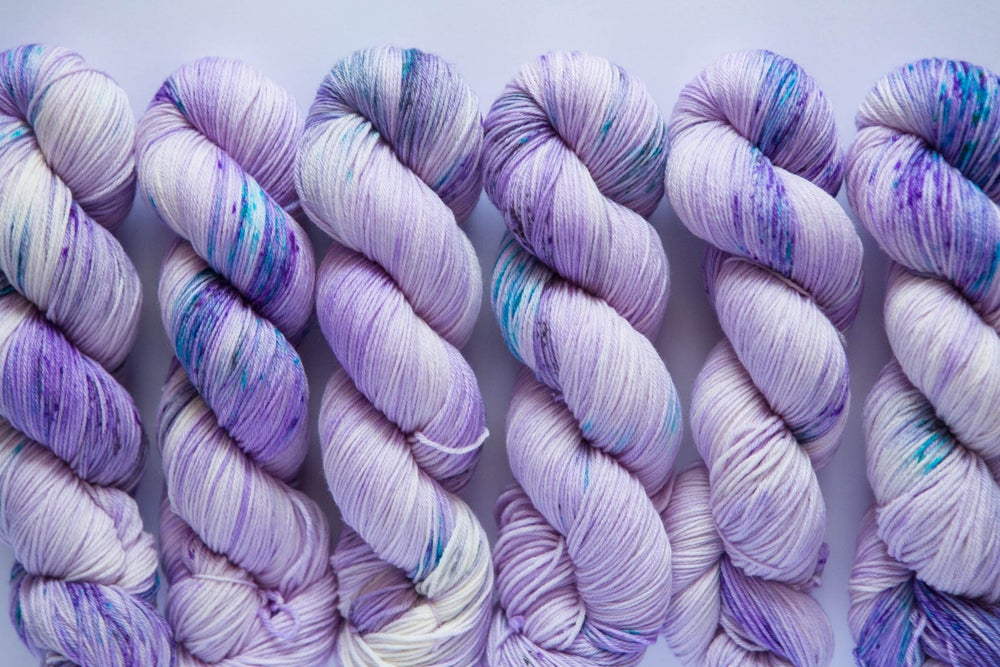 Image of Nube Fingering - Purl