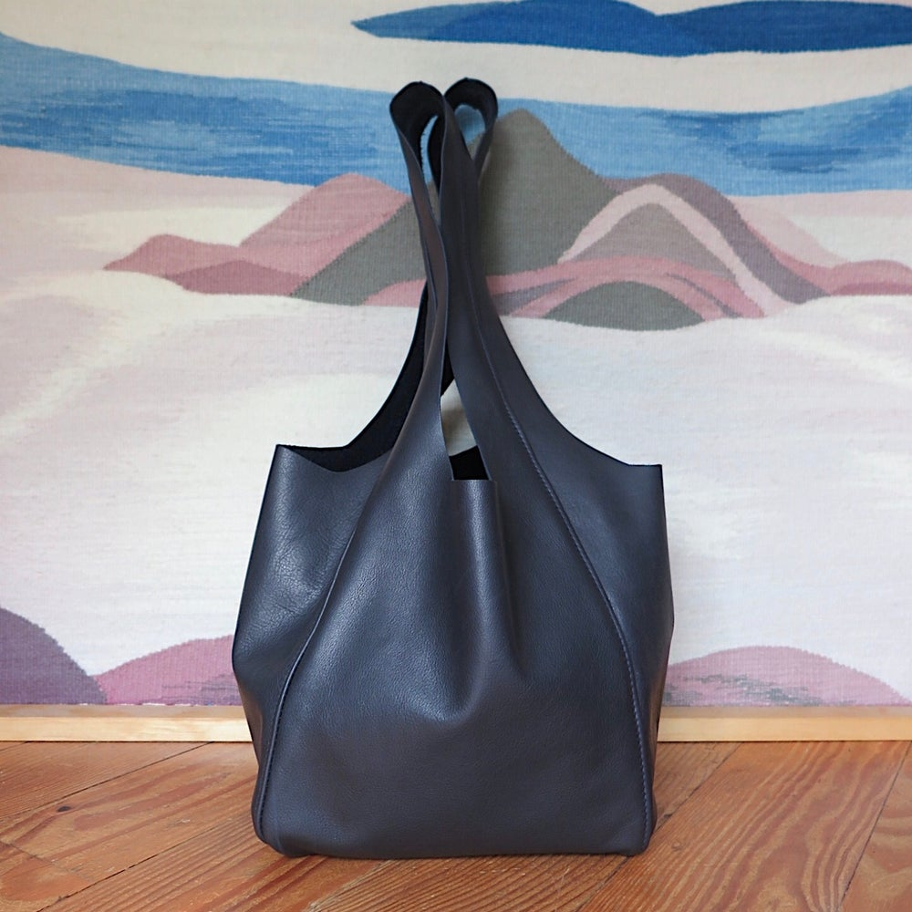 Image of matte black Jody tote