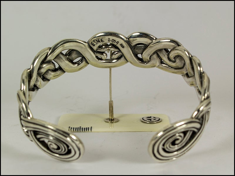 Image of Kissing Dragons Open Bracelet