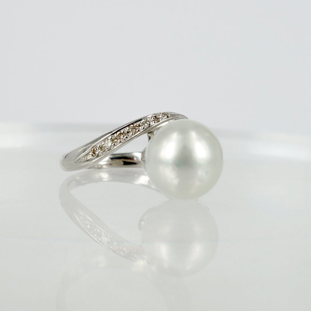 Image of 18ct white gold Pearl dress ring
