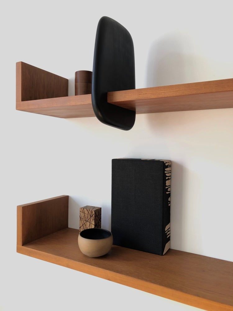 Image of book shelf
