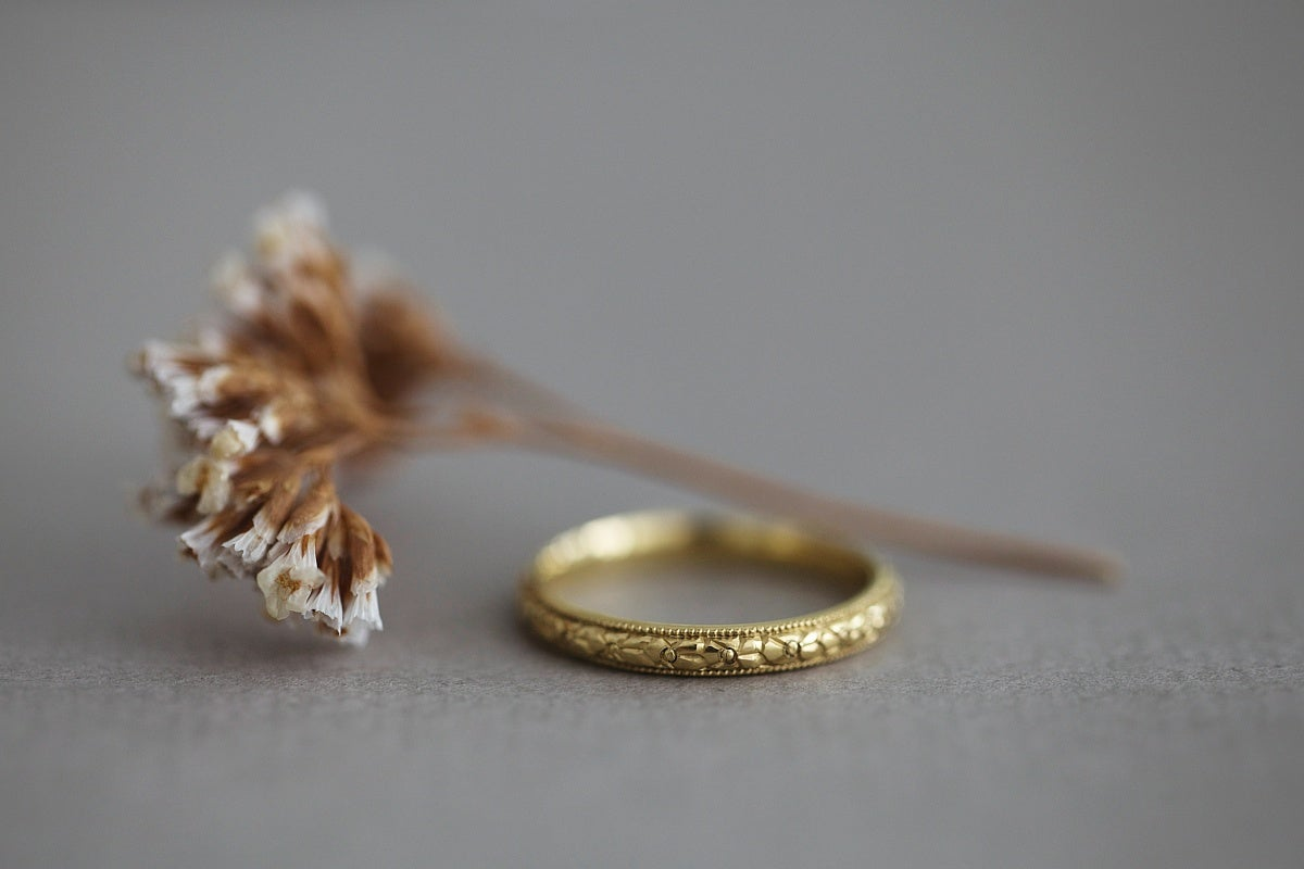 Image of 18ct gold 2.5mm 'Primavera' ring
