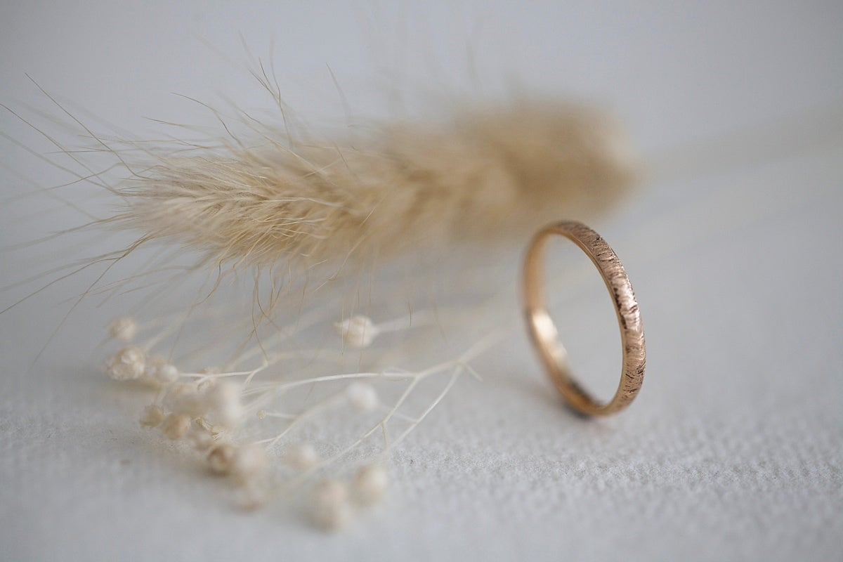 Image of 18ct rose gold 2mm horn texture