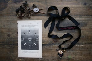 "Image of Nastro votivo ""Black moon"""