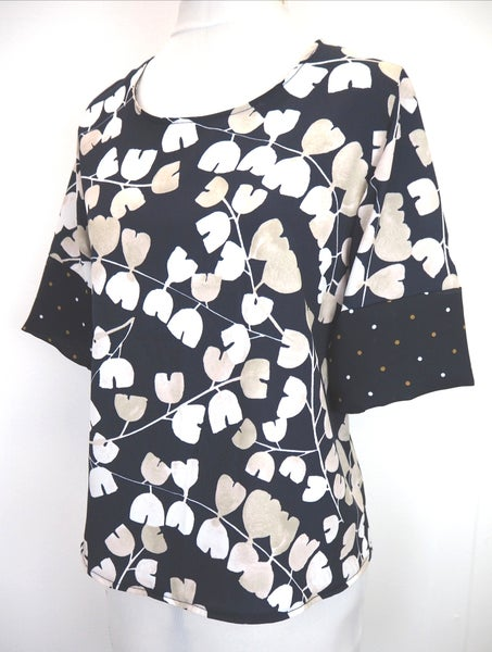 Image of Layla Top in navy & white print