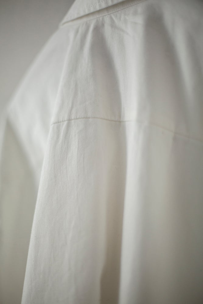 Image of OFF-WHITE BIG SHIRT IN ORGANIC COTTON/HEMP by Evan Kinori