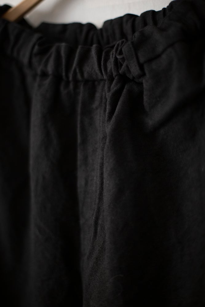 Image of BRUSHED LINEN/RAMIE TROUSERS IN BLACK BY MITTAN