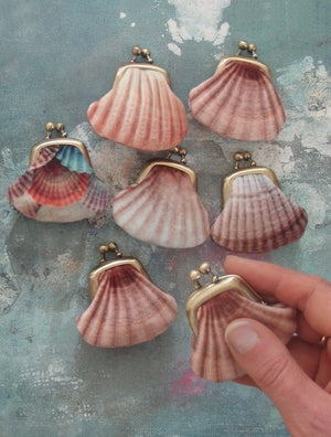 Image of Tiny seashell purse, velvet kisslock coin pouch