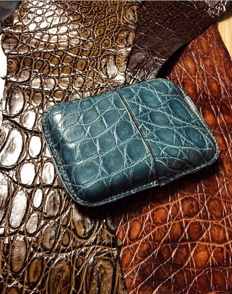 "Image of ""Cigar"" Bombé card-holder - light blue crocodile KeepAll #2"
