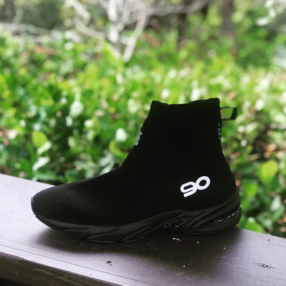 """Image of Tiki WaveRunner 90 Hybrid Sock Trainer """"Triple Black"""""""