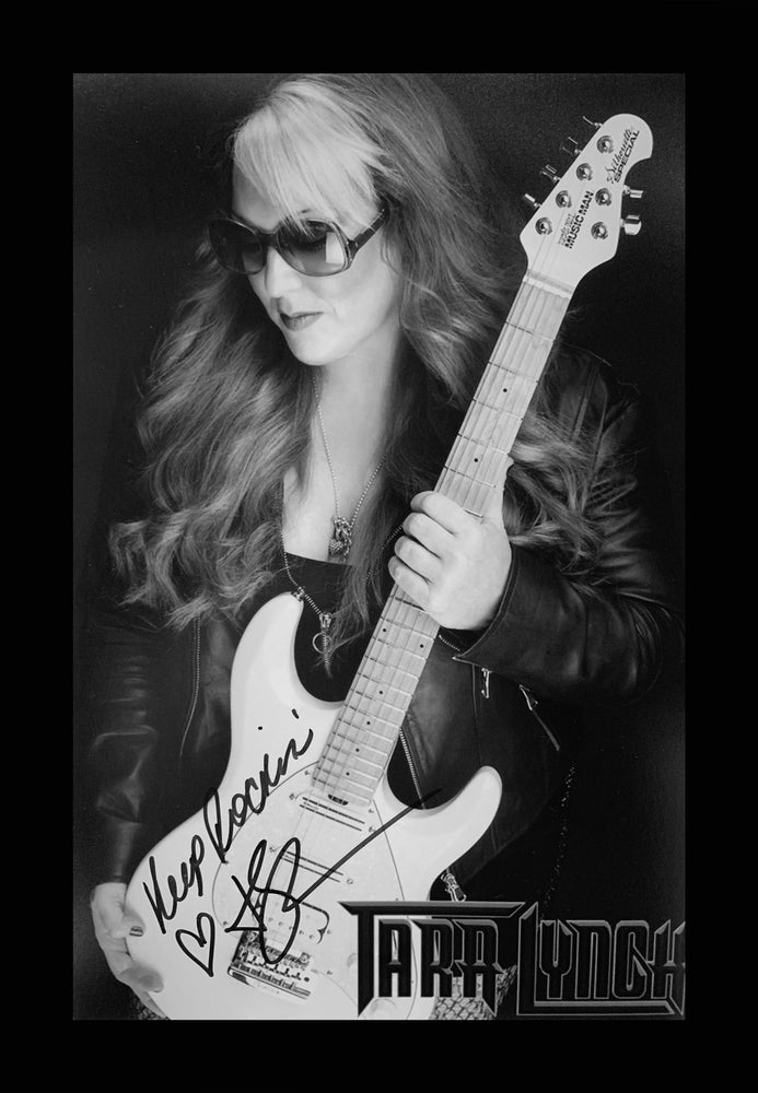 Image of AUTOGRAPHED PHOTO 6x9