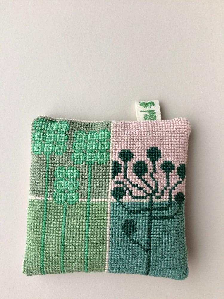 Image of Garn-iture Embroidery Kit / SEEDS (mini)