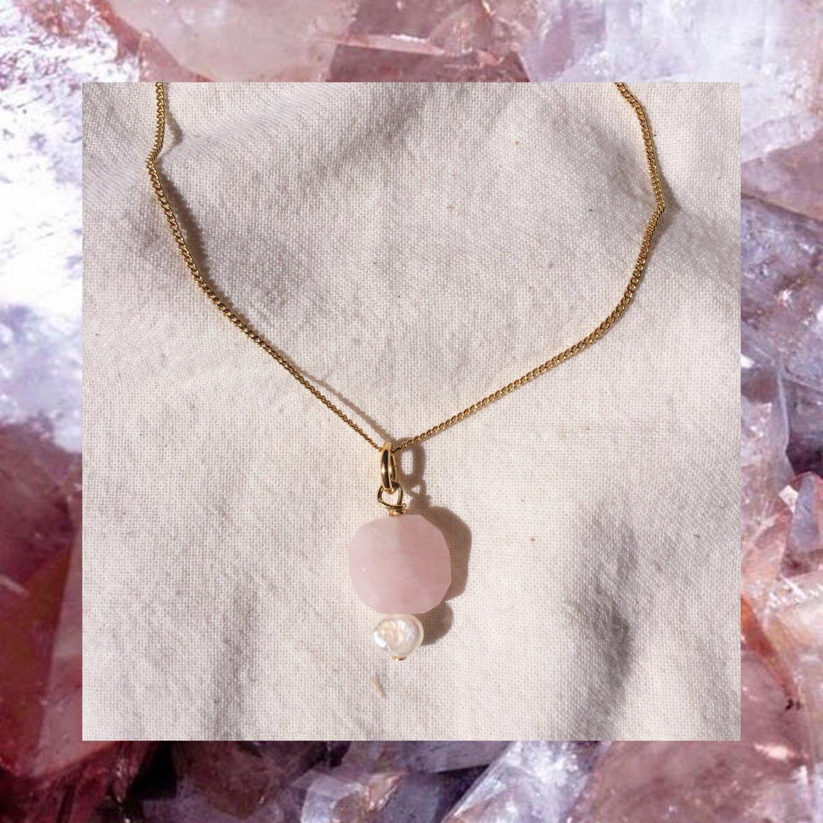 Image of MÉDAILLE quartz rose et nacre