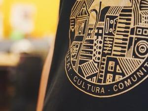 Image of SAMARRETA SIL logo daurat // CAMISETA SIL logo dorado. Tirants