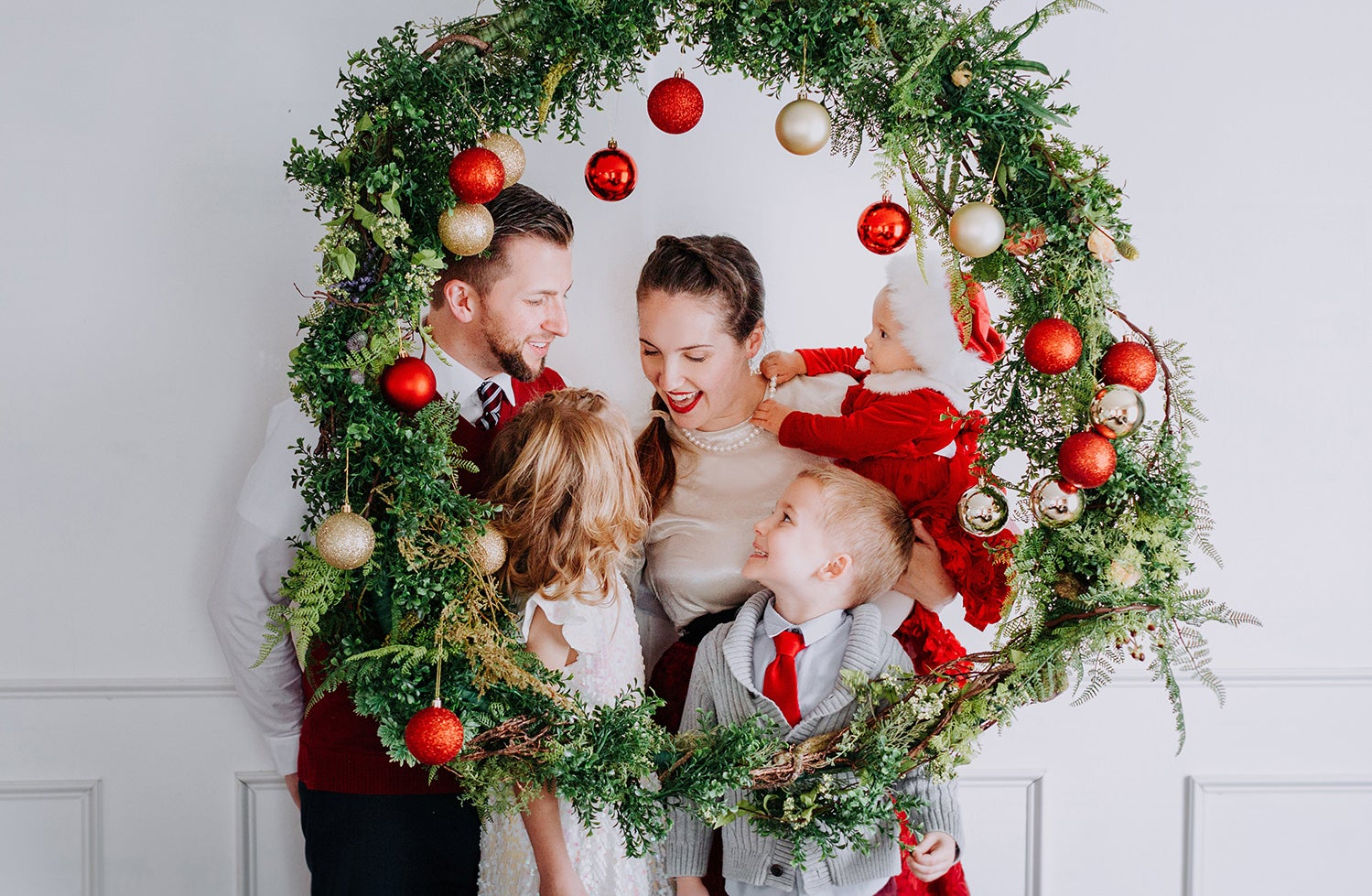 Image of Dec 7th Giant Christmas Wreath Studio Mini Sessions