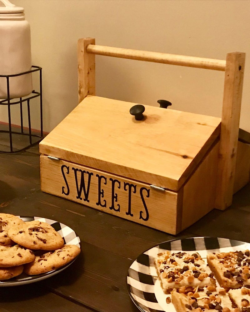 """Image of """"Sweets"""" Dessert Carrier"""