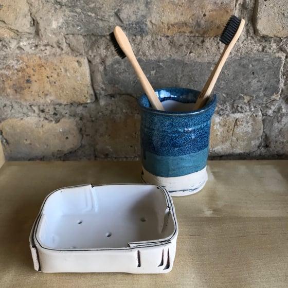 Image of Draining dish, white.