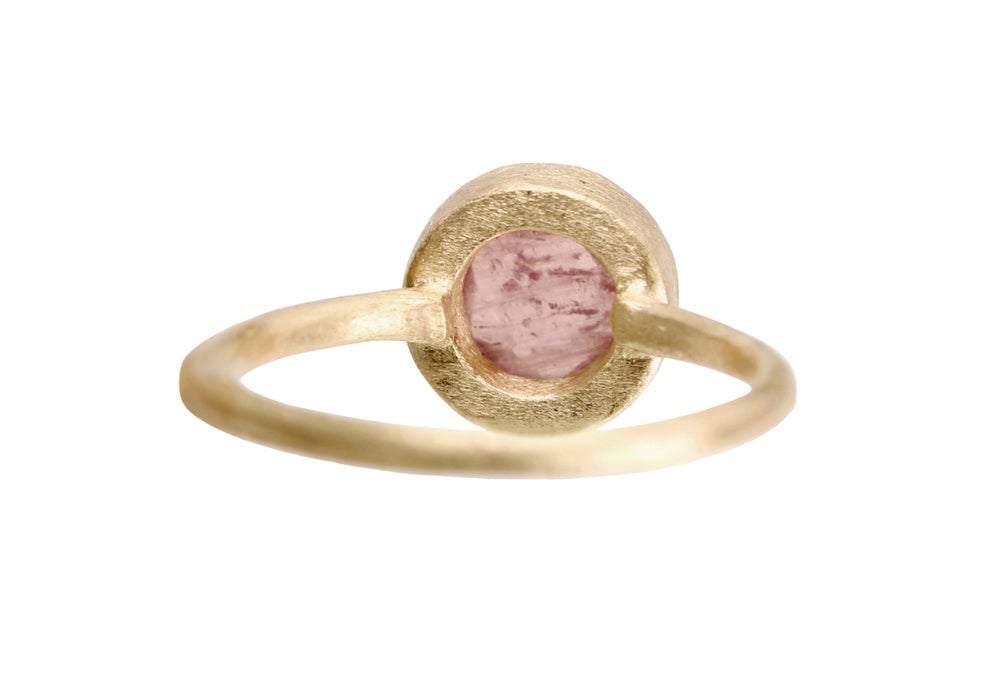 Image of Pink sapphire ring. 18k. Maui