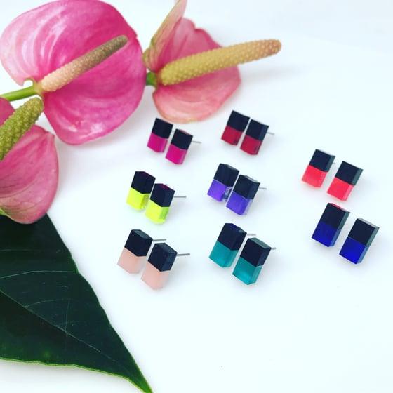 Image of Náušnice Doublecubes Black&color