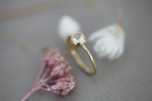 Image of 18ct Gold 5mm white rose-cut diamond ring IOW131