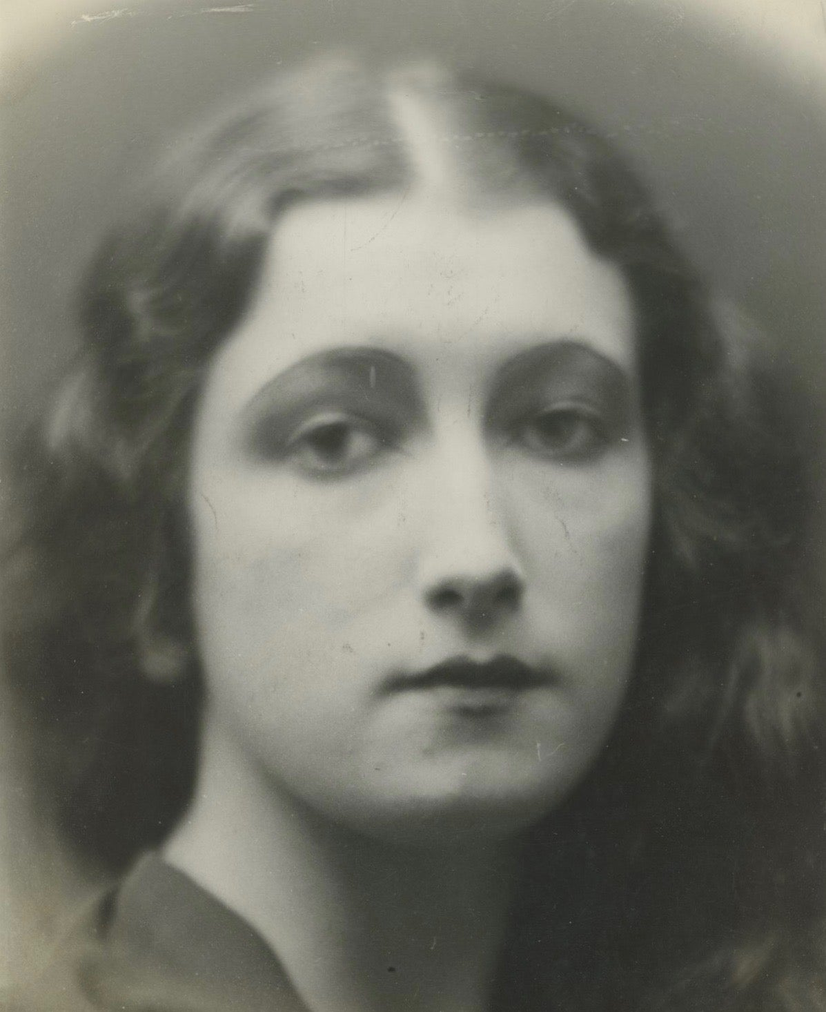 Image of Anonymous: portrait of Mlle Roberte Cusey, miss France 1927
