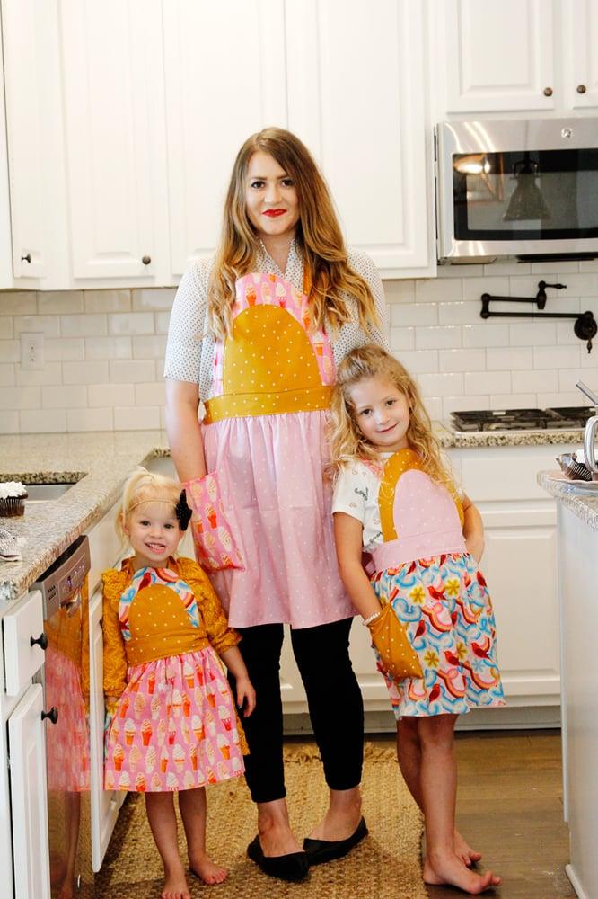 Image of the ICE CREAM SODA apron PDF pattern women's + kids sizing
