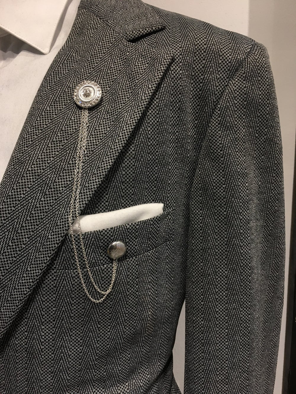 SILVER CHAIN | LUXURY LAPEL PIN