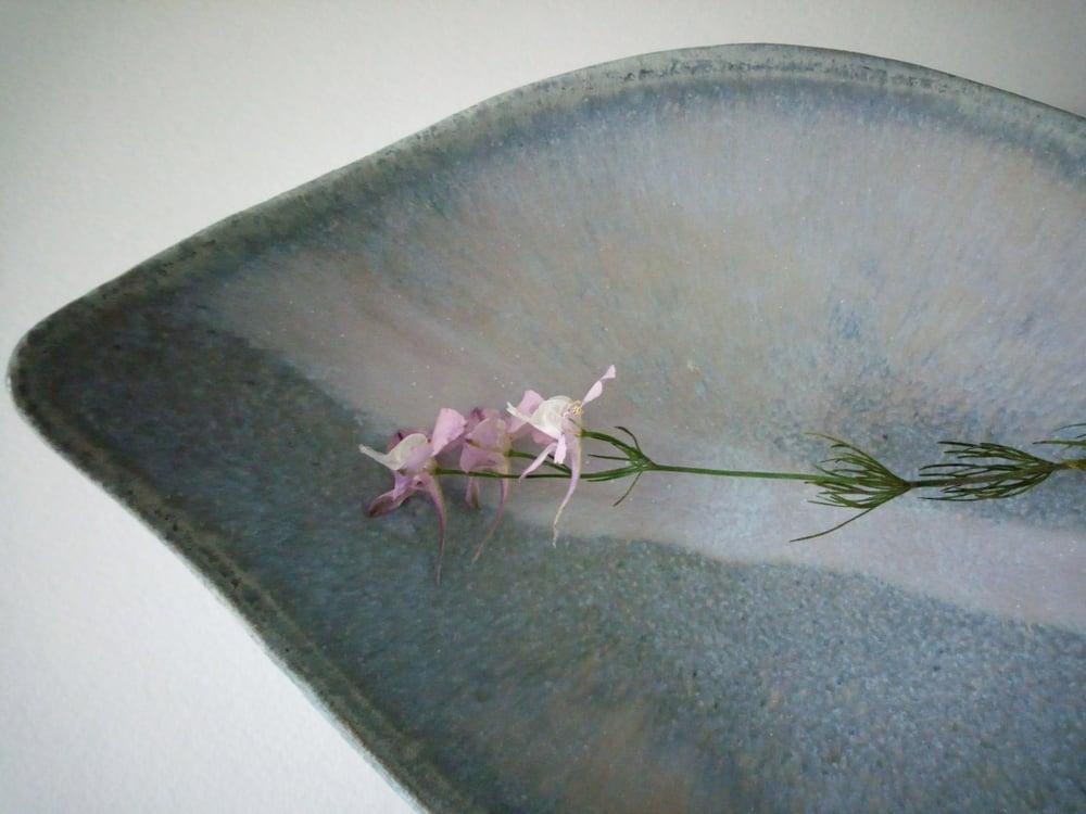 Image of [Feuille sur le ruisseau] x [gris-rosé]