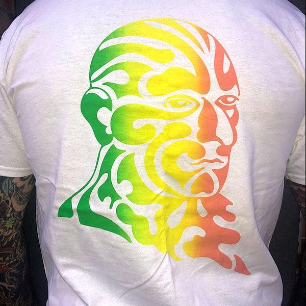 Image of Omi Tri color print T (white)
