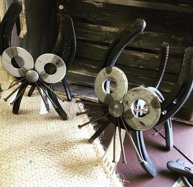 Image of Horseshoe metal Cat