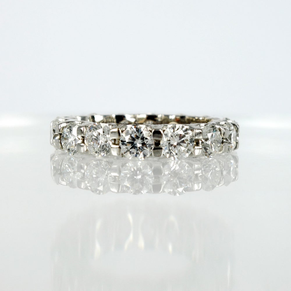 Image of 18ct White Gold Large Full Circle Diamond Set Band