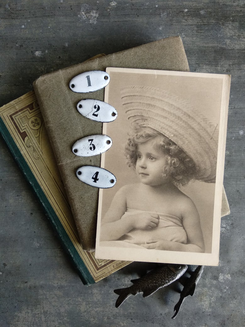 Image of Ancienne petites plaques émaillées numérotées