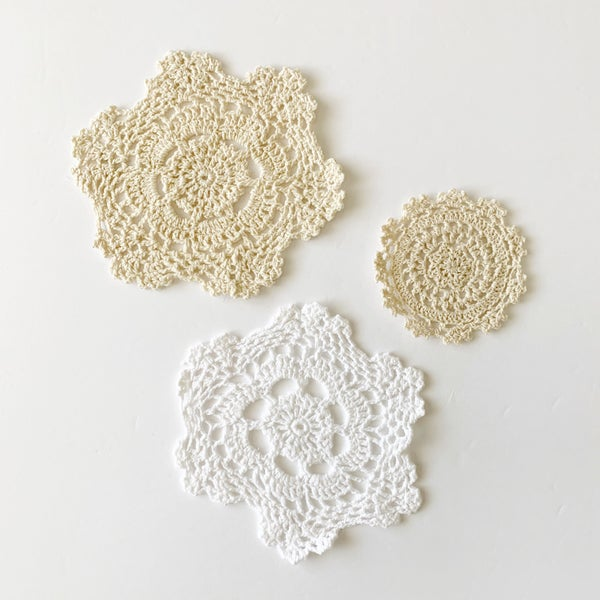 Image of Scallop edge lace rug