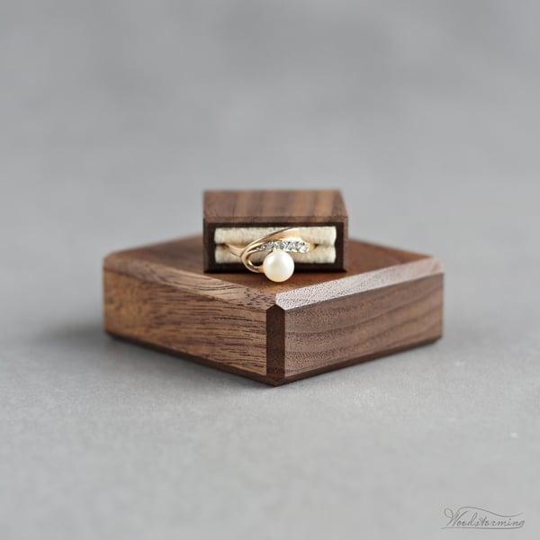 Image of Slim square proposal ring box