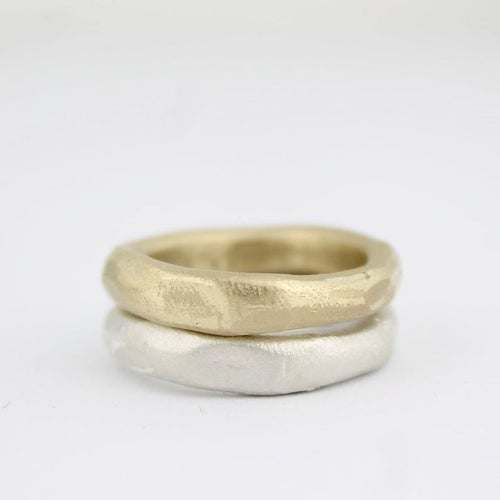 Image of WIDE ORGANIC RING IN GOLD