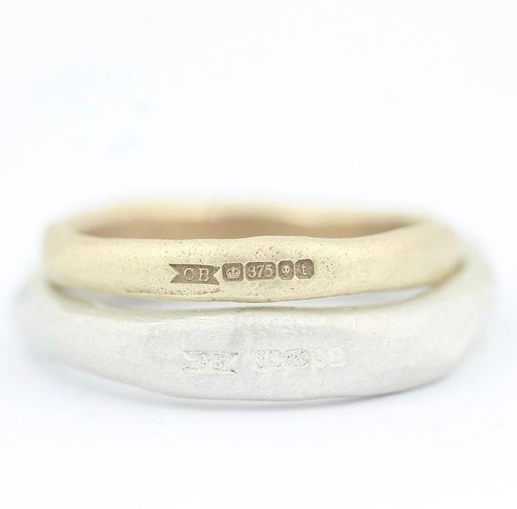 Image of NARROW ORGANIC RING IN GOLD