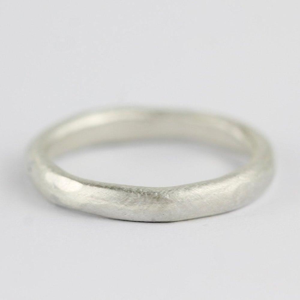 Image of THE MIDI ORGANIC RING IN SILVER