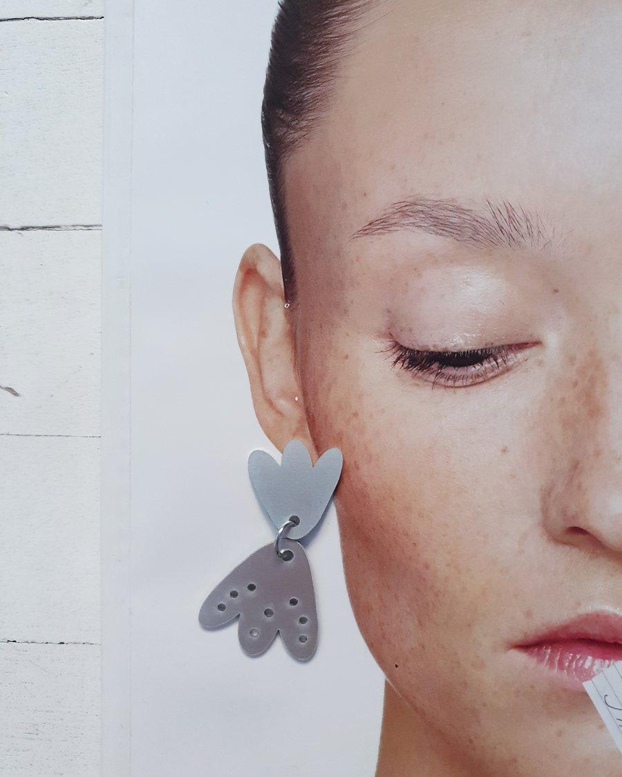Image of uhani ROŽA ALUMINIJ .27 // earrings FLOWER ALUMINIUM .27