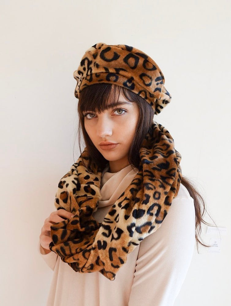 Image of Faux fur Leopard Beret and Scarf Set
