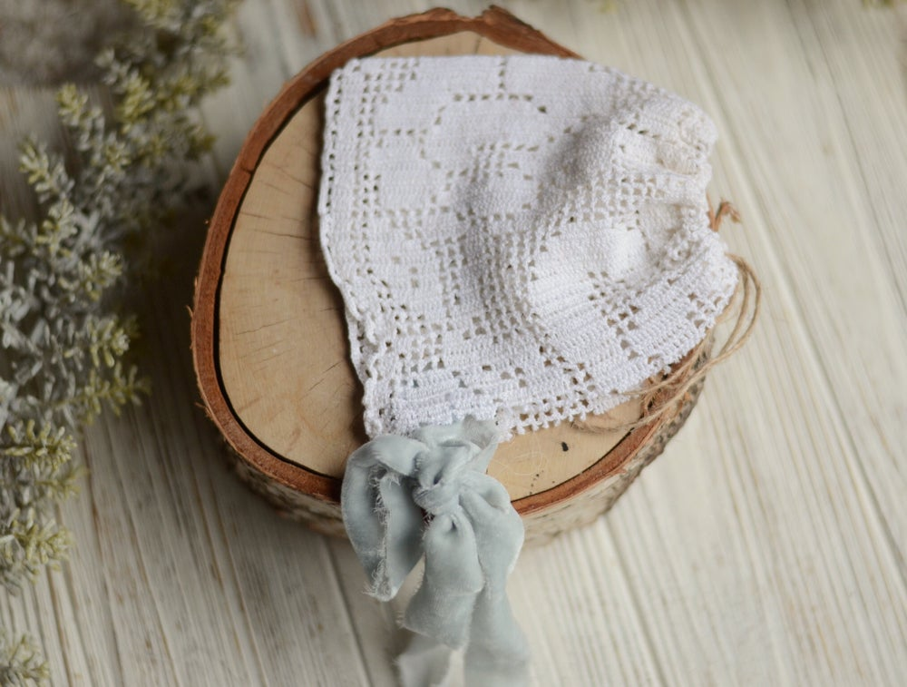 Image of Vintage crochet bonnet
