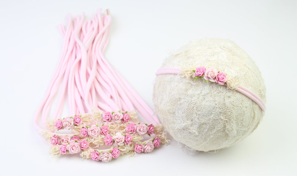 Image of Paper Flowers on Pink Jersey Tieback