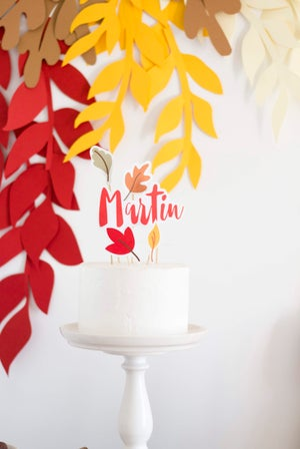 Image of Plantilla oso de otoño y hojas de otoño
