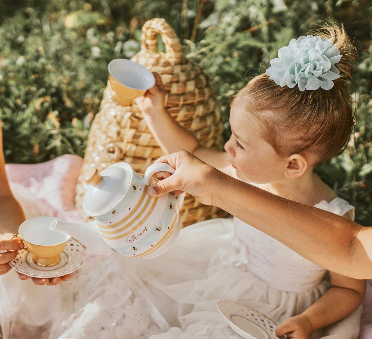 Image of Sweet Honeybee Tea Set