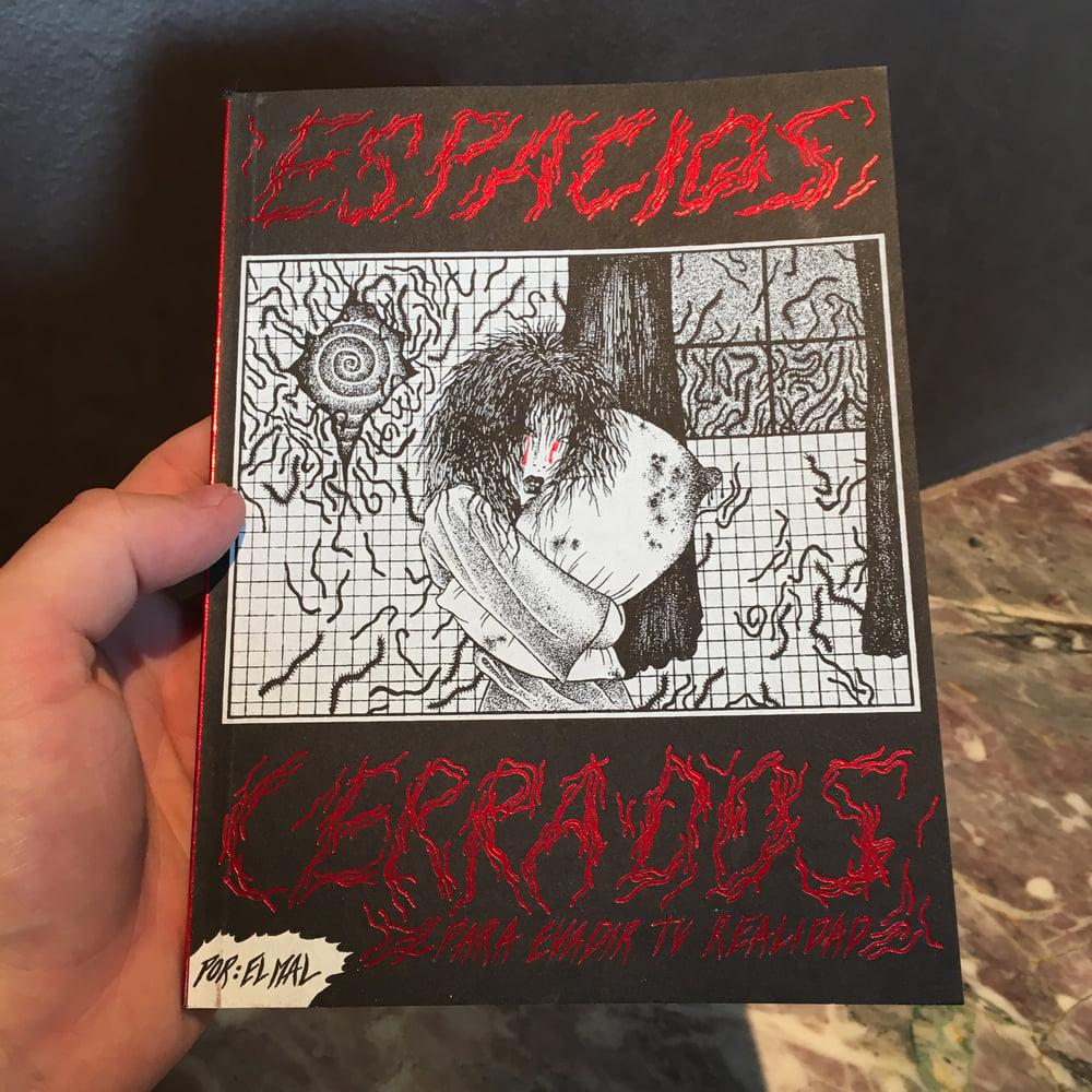 Image of Esapcios Cerrados by El Mal