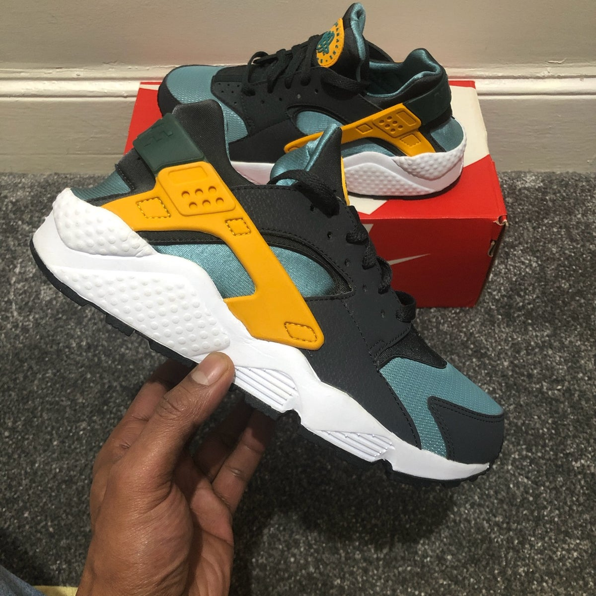 Image of Nike Air Huarache Catalina