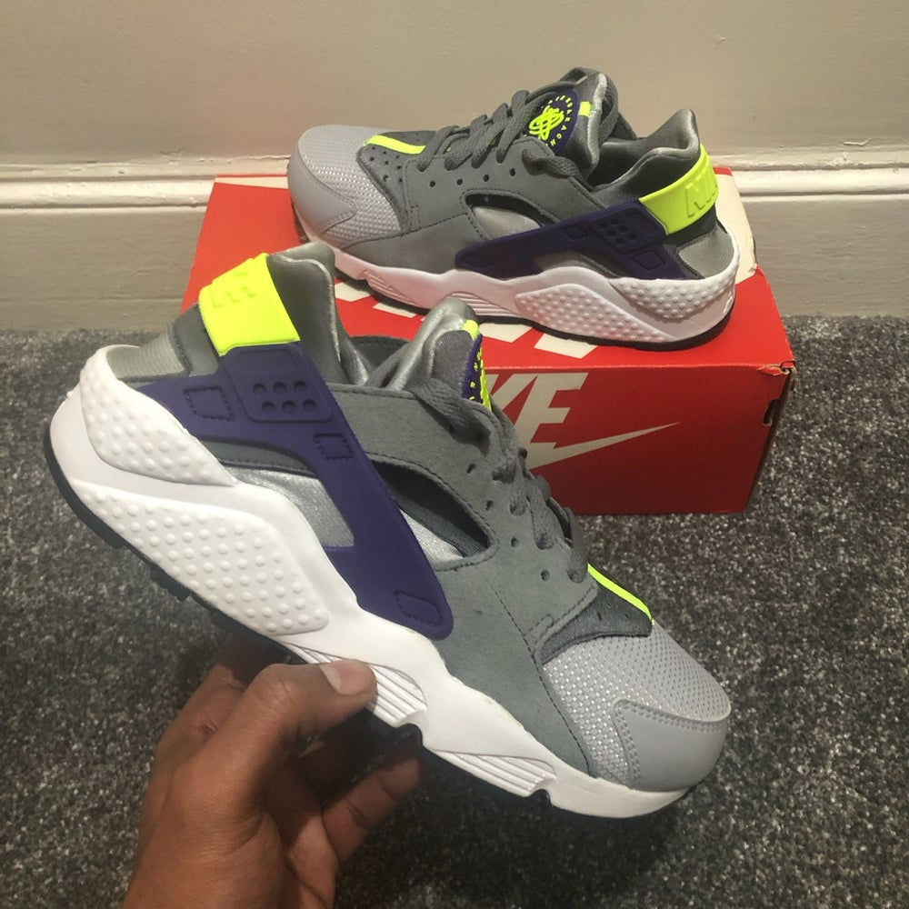 Image of Nike Air Huarache Women Wolf Grey