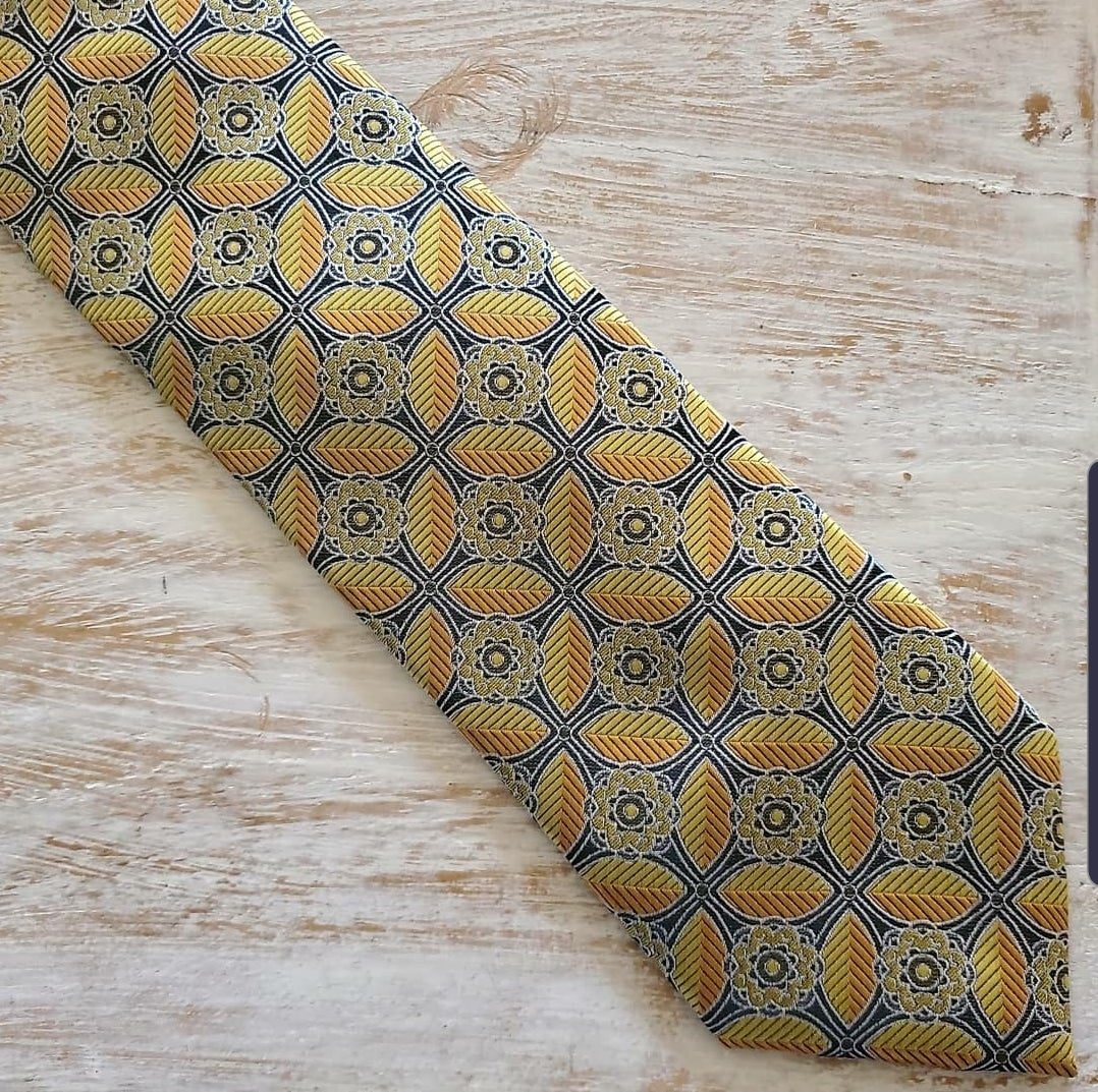 Image of BUMBLE BEE NECKTIE