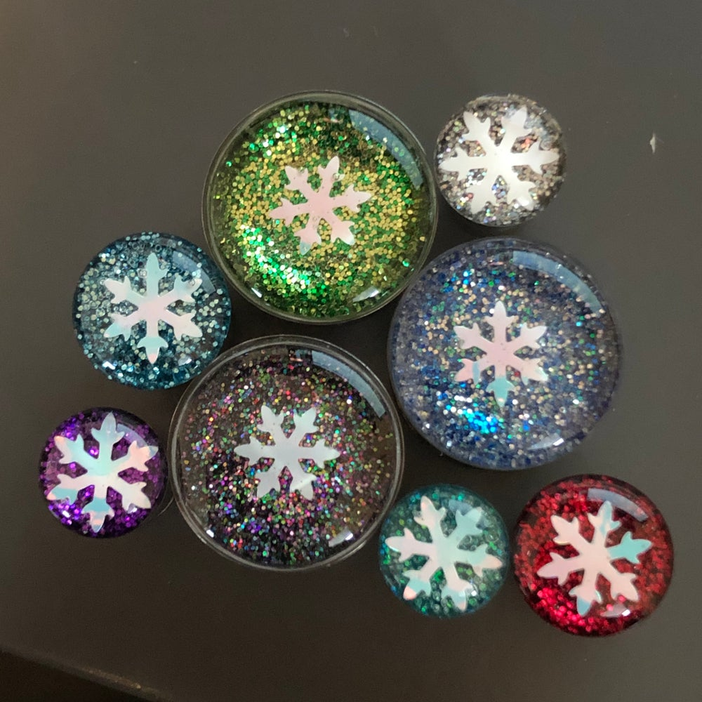 "Image of Glitter Snowflake Plugs (sizes 0g-2"")"